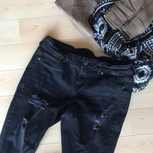 Maurices • Distressed Blk Jeans • M
